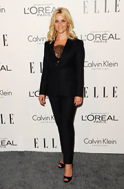 Reese paired her chic black suit with classic black peep toe pumps.