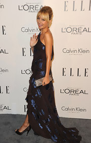 Nicole Richie accented a stunning sapphire and black gown with a pewter leather clutch at the 'Elle' Women in Hollywood Tribute.