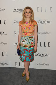 Gillian Jacobs added extra color to her bold print dress with a sapphire box clutch.