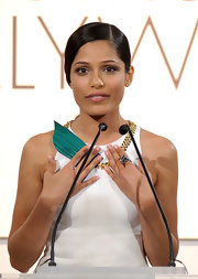 Freida Pinto wore a cable wrap ring in Hampton blue topaz at the 'Elle' 18th Annual Women in Hollywood tribute.
