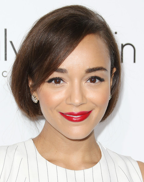 Ashley Madekwe's kissers totally popped with this rich red lip color during the Elle Women in Hollywood celebration.