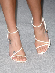 Lea Michele sported a pair of minimalist-chic white sandals at the Elle Women in Hollywood celebration.