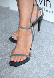 Robbie Myers kept it simple with these no-frills gray sandals at the Elle Women in Hollywood celebration.