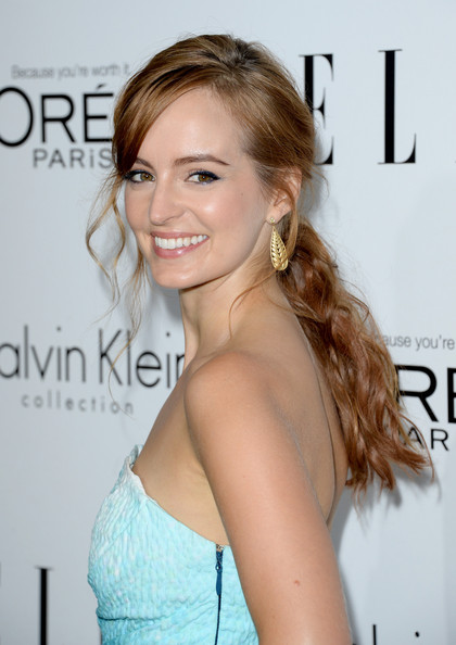 Ahna O'Reilly looked gorgeous with her messy-glam ponytail at the Elle Women in Hollywood celebration.
