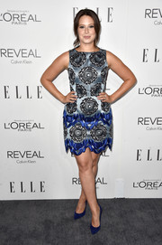 Katie Lowes sealed off her look with a pair of blue suede pumps by Stuart Weitzman.