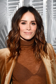 Abigail Spencer wore her hair in piecey, high-volume waves during Elle's Women in Hollywood celebration.