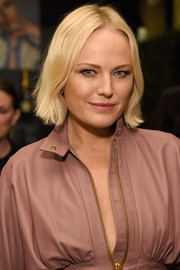 Malin Akerman wore her hair with just a slight wave at the 2018 Elle Women in Hollywood celebration.