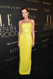 Zoey Deutch brightened up the black carpet with this strapless yellow column dress by Ralph Lauren at the 2019 Elle Women in Hollywood celebration.