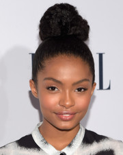Yara Shahidi swept her hair up into a massive top knot for the Elle Women in Television dinner.