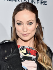 Olivia Wilde achieved semi-smoky eyes by using heavy eyeliner only on the outer corners.