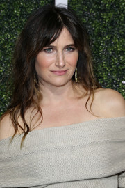 Kathryn Hahn wore her signature bangs parted down the middle and the rest of her hair in edgy waves when she attended Elle's Women in Television celebration.