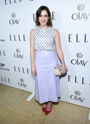Elizabeth Henstridge matched her pastel skirt with a cute beaded top at ELLE's Annual Women in Television Celebration.