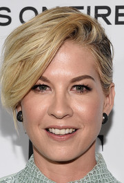 Jenna Elfman's pixie cut looked gorgeous swept to the side.
