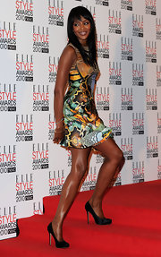 Naomi donned a simple pair of black satin pumps with her Alexander McQueen dress.