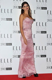 Isabeli Fonanti looked divine in this pink lace corset dress for the Elle Style Awards.