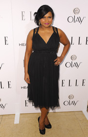 Mindy Kaling looked super chic in a figure-flattering chiffon LBD by Badgley Mischka during the Elle Women in Television celebration.