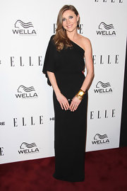 Sarah Chalke looked simply elegant in this Grecian one-shoulder black gown at the Women in Television Celebration.