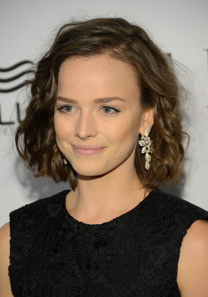 More Pics of Allison Miller Curled Out Bob (1 of 5) - Short Hairstyles Lookbook - StyleBistro