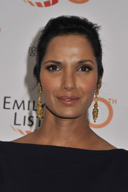 Padma Lakshmi wore a pair of dangling gold and gemstone earrings for a more glamorous finish.