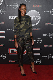 Keri Hilson went for a match-matchy finish with a pair of Valentino silk camo pants.