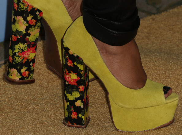 More Pics of Jill Scott Platform Pumps (1 of 3) - Platform Pumps Lookbook - StyleBistro