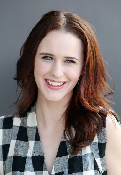 Rachel Brosnahan appeared on 'Extra' wearing her hair in tousled, feathery waves.