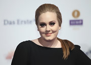Adele wore a sleek soft pony tail for the Echo Awards.