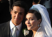 Isabella Orsini topped her wedding gown with a silver tiara which featured light blue gemstones.