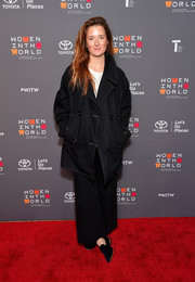 Grace Gummer completed her ensemble with a pair of black velvet smoking slippers.