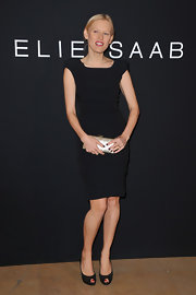 Anna dons a little black dress with pouf shoulders to the Elie Saab fashion show.