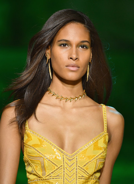 Cindy Bruna looked simply lovely with her loose side-parted 'do at the Elie Saab runway show.