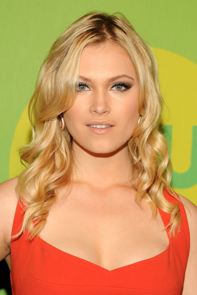 Eliza Taylor Long Wavy Cut