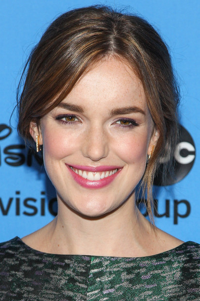 Elizabeth Henstridge Beauty