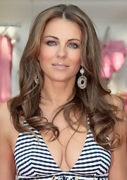 Elizabeth Hurley paired her long cascading curls with silver round earrings.