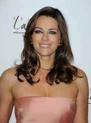 Elizabeth looked fabulous with peachy-pink makeup and shoulder-length waves.