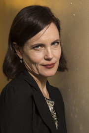 Elizabeth McGovern kept it casual with this bob during a performance with her band, Sadie and the Hotheads.
