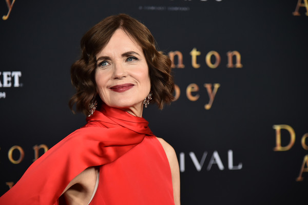 Elizabeth McGovern Short Wavy Cut [downton abbey,face,red,beauty,hairstyle,premiere,cheek,lip,fashion,carpet,outerwear,elizabeth mcgovern,new york,alice tully hall,lincoln center,premiere,new york premiere]