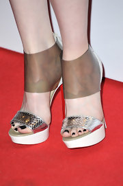 Andrea Riseborough showed off her black pedicure with peep-toe platform sandals at the Elle Style Awards.
