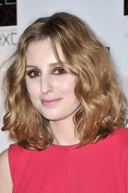Laura Carmichael looked pretty wearing light smoky eye makeup at the Elle Style Awards.