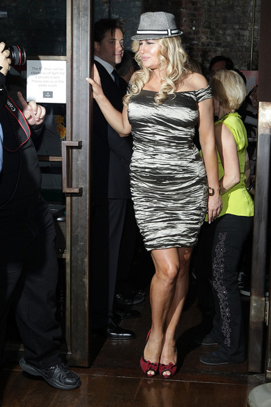 More Pics of Jennifer Coolidge Off-the-Shoulder Dress (1 of 9) - Jennifer Coolidge Lookbook - StyleBistro