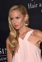 Rachel Zoe sported a lovely combination of pastels with her dangling turquoise earrings and blush-colored dress.