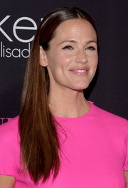 Jennifer Garner wore her hair long and straight with a center part during the Pink Party.