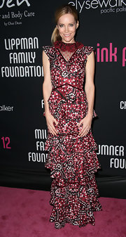 Leslie looked like a piece of art in this tiered print gown at the Pink Party benefit.