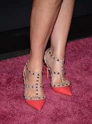 Jessica Capshaw made an ultra-chic choice with these coral Valentino Rockstud pumps during the Pink Party.
