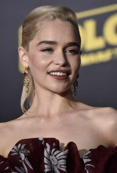 Emilia Clarke Gold Dangle Earrings [solo: a star wars story,hair,face,hairstyle,eyebrow,beauty,chin,lip,blond,fashion,smile,arrivals,emilia clarke,california,los angeles,lucasfilm,disney pictures,premiere of disney pictures,premiere]
