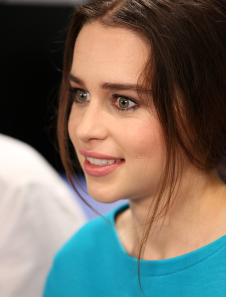 More Pics Of Emilia Clarke Bobby Pinned Updo 5 Of 9