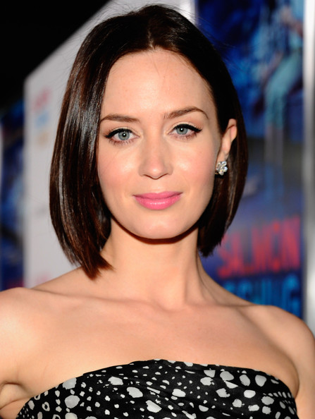 Admirable Emily Blunt Wears A Bob Haircut At The Premiere Of 39Salmon Fishing Short Hairstyles Gunalazisus