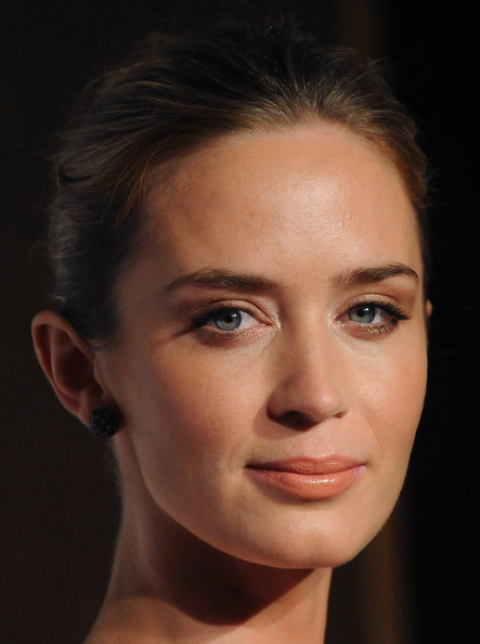 More Pics of Emily Blunt Nude Lipstick (3 of 9) - Emily Blunt Lookbook ...