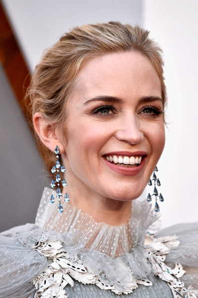Emily Blunt Loose Bun [hair,face,skin,eyebrow,facial expression,hairstyle,lip,lady,beauty,smile,arrivals,emily blunt,academy awards,hollywood highland center,california,90th annual academy awards]