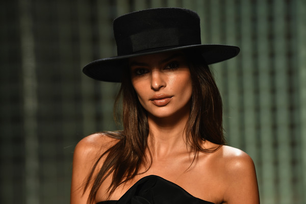 Emily Ratajkowski Top Hat [hat,clothing,beauty,model,fashion,fashion accessory,headgear,lip,fedora,sun hat,marc jacobs spring 2019 runway front row,marc jacobs,emily ratajkowski,front row,new york city,new york fashion week,the shows at park avenue armory]